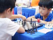 【原创】300少年棋手对弈彰泰红 上演欢乐PK