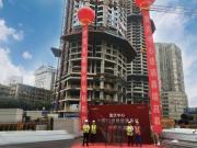重庆中心玻璃幕墙启动安装,城市地标升级再添新彩
