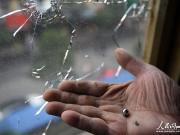 玻璃成靶子被击穿 家中阳台怎么封才能防弹?